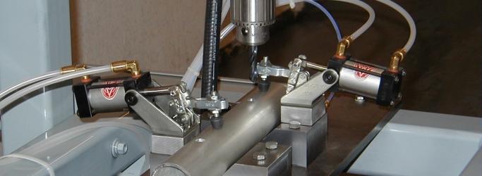 Taladro automático para la perforación del tubo (en Inglés)